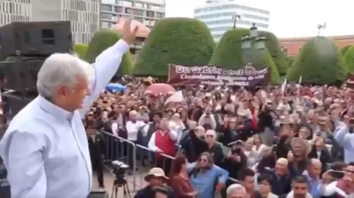 López Obrador llama a unidad para mejorar la educación