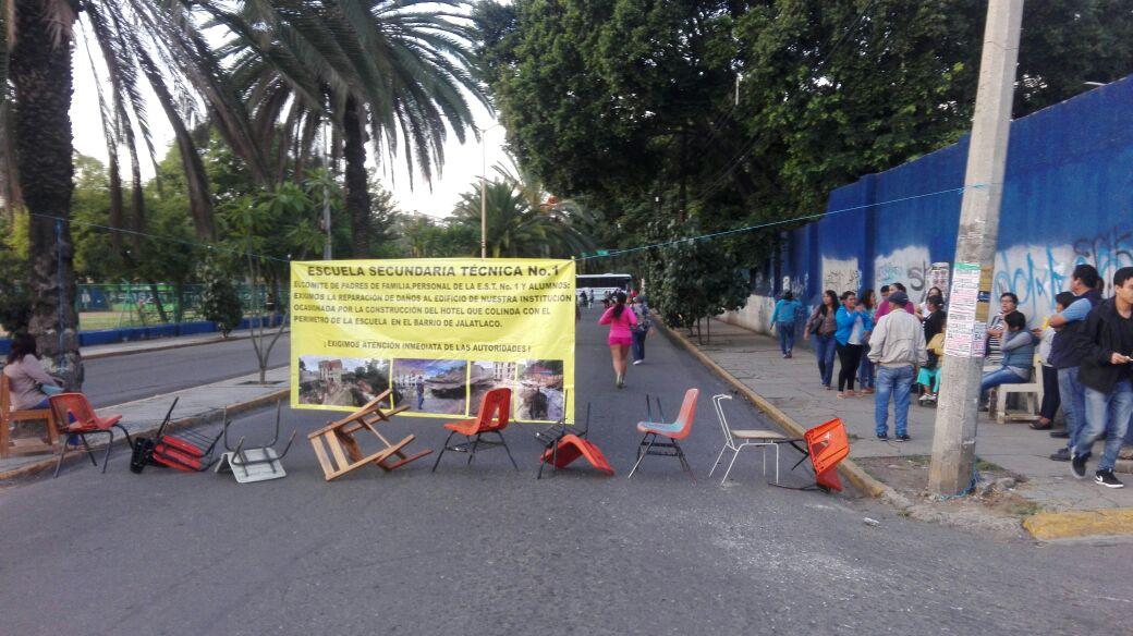 Toma CNTE caseta de peaje en Oaxaca