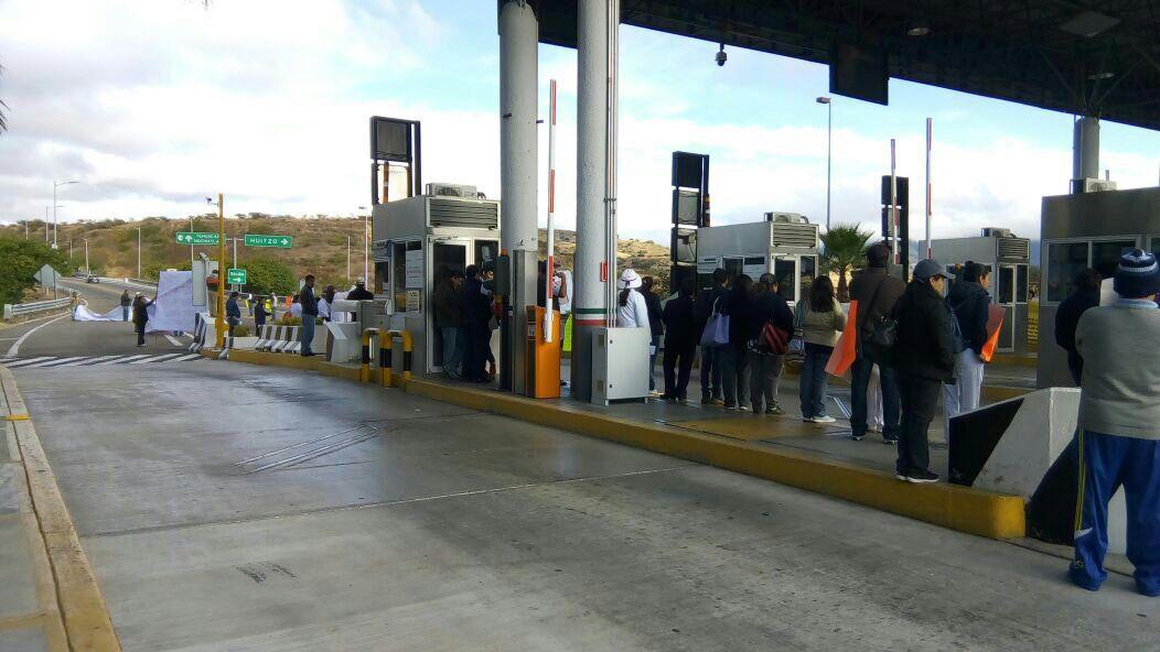 Dialoga Alejandro Murat con sindicalizados de salud de Oaxaca