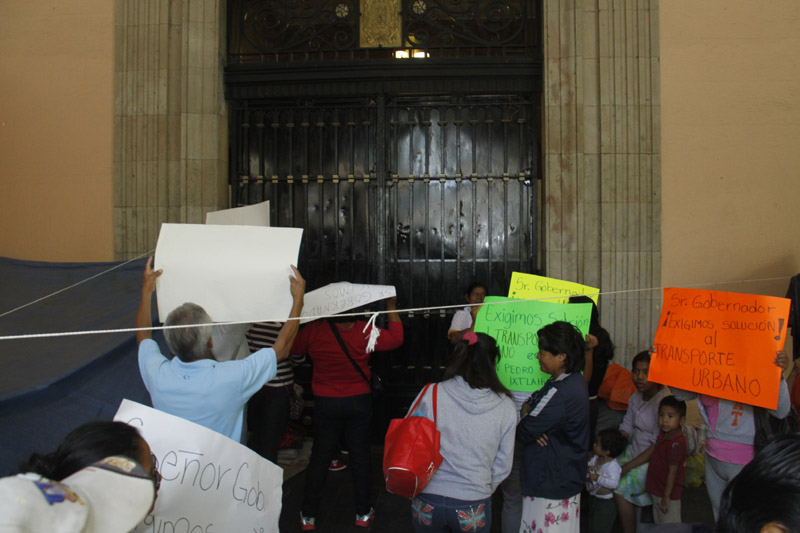 Protestas al exterior del palacio de gobierno de oaxaca for Gobierno exterior
