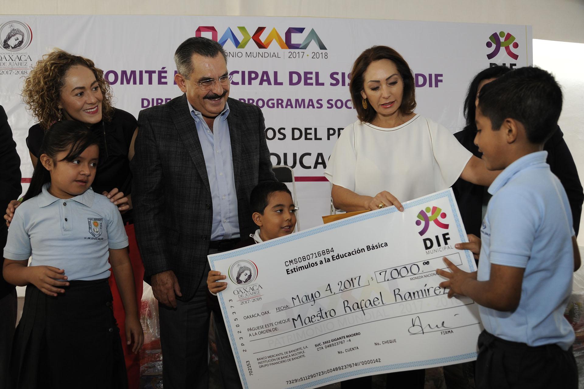 Repartirá administración de Fraguas 10 mil tarjetas Poder Joven