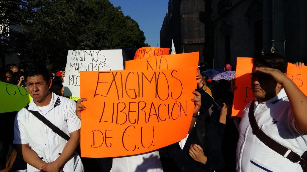 Encabeza rector Eduardo Bautista movilización para liberar la Uabjo