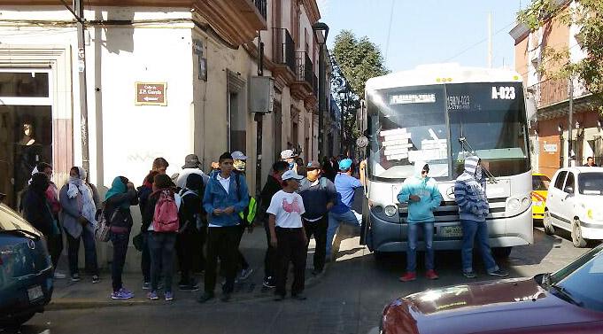 Segundo día de bloqueos en Oaxaca por normalistas y profesores