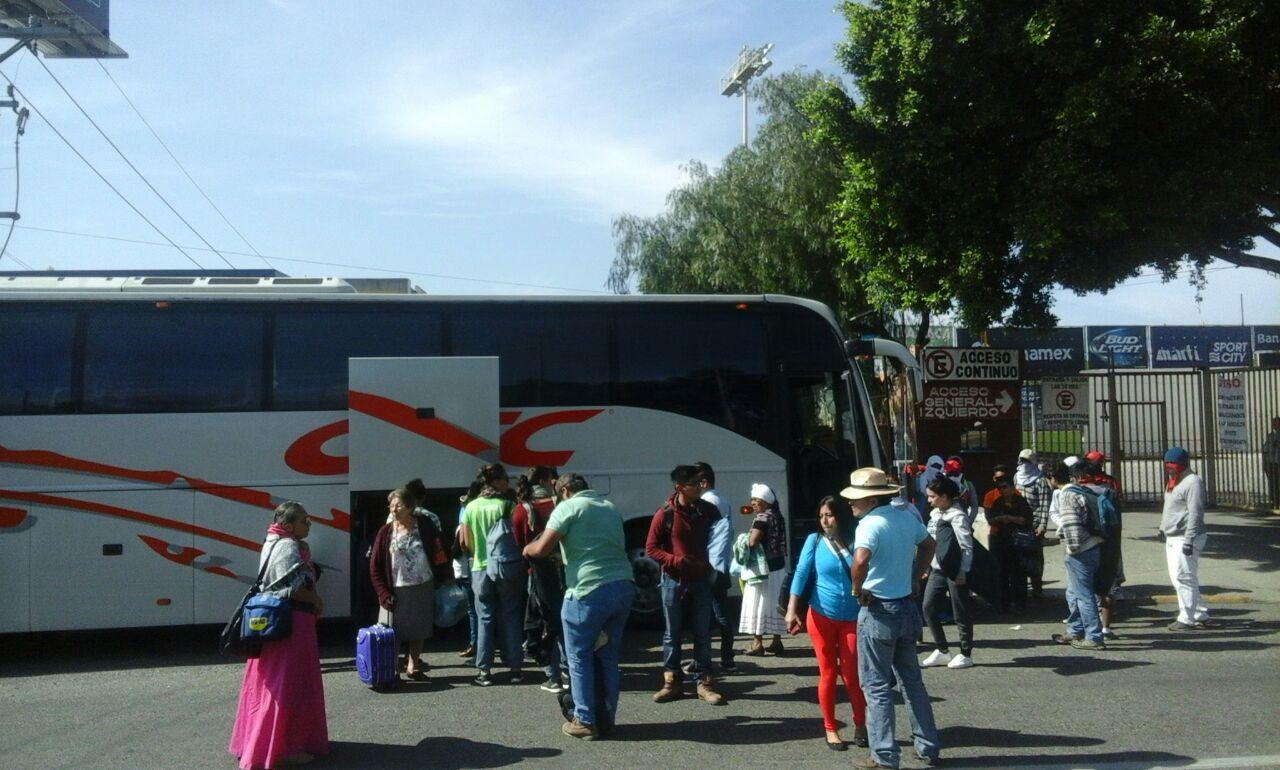 Normalistas de la CENEO bloquean crucero de la capital oaxaqueña