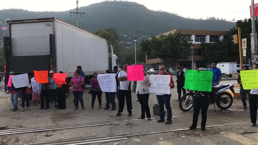 Sección 22 bloquea cruceros en Oaxaca y Tuxtepec