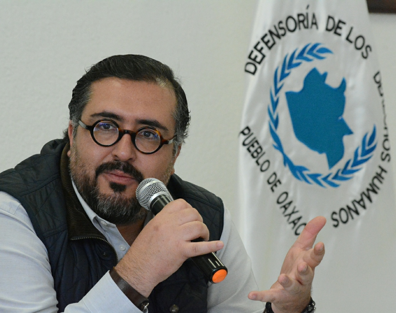 Disparan contra camioneta del presidente de Derechos Humanos en Oaxaca, Arturo Peimbert
