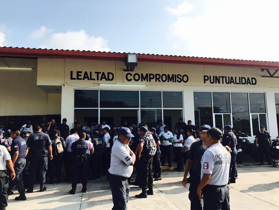 Inician policías municipales de Juchitán paro de labores