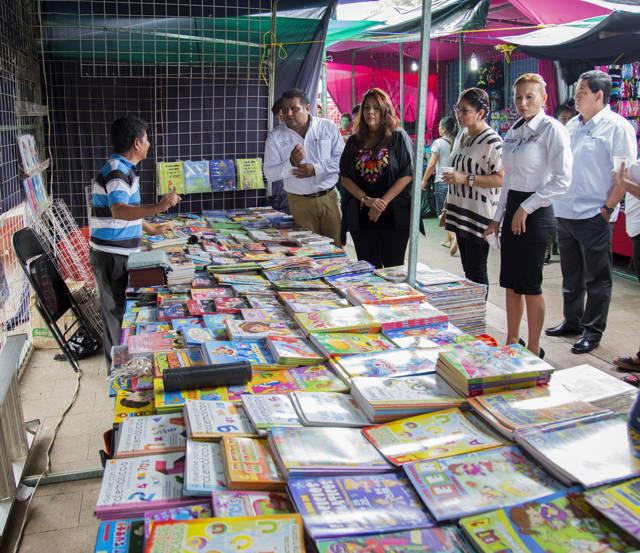 Feria de Regreso a Clases en el andador José María Chávez