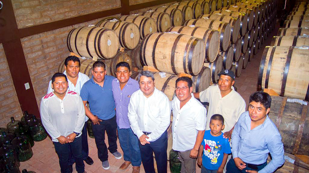 Mezcaleros toman instalaciones de Sagarpa en Oaxaca