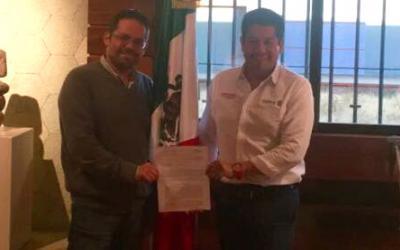 Carlos A. Puente López, Director de Agua, Energía y Medio Ambiente de Banobras-Fonadin y José Luis Calvo, titular de la SEMAEDESO.