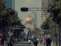 Los capitalinos y visitantes se adueñan del paseo de la Reforma los domingos por la mañana