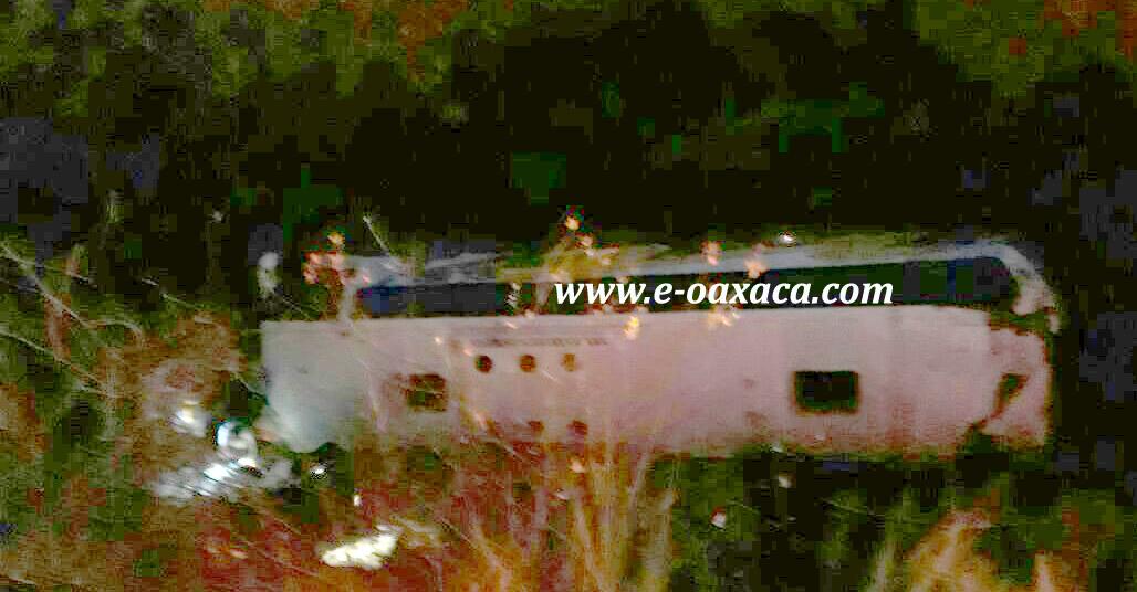 Vientos provocan volcadura de 4 tráileres en Oaxaca